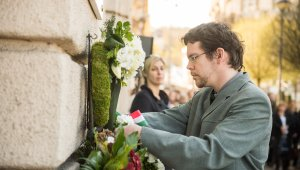 Emléktáblát kapott Kosztolányi és Móricz egykori pártfogója